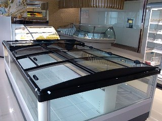 Glass door for island freezer